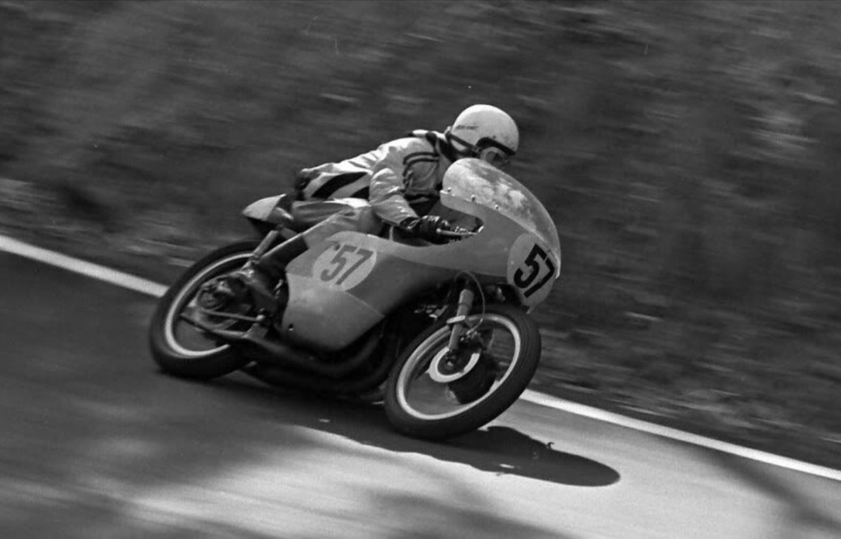 Geoff Sim racing Bathurst in 1969